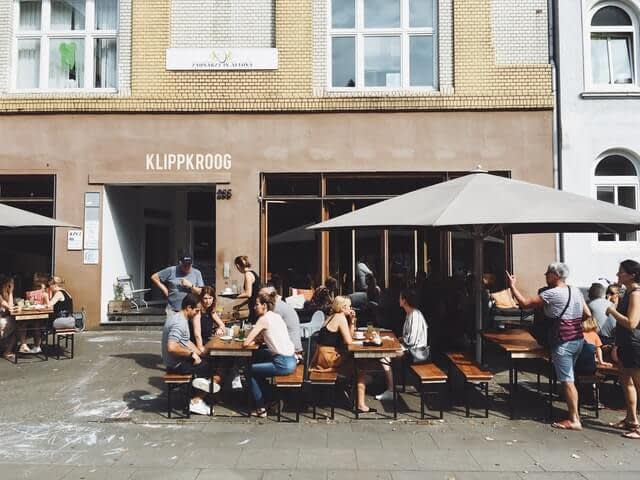 people having lunch outside in the sun